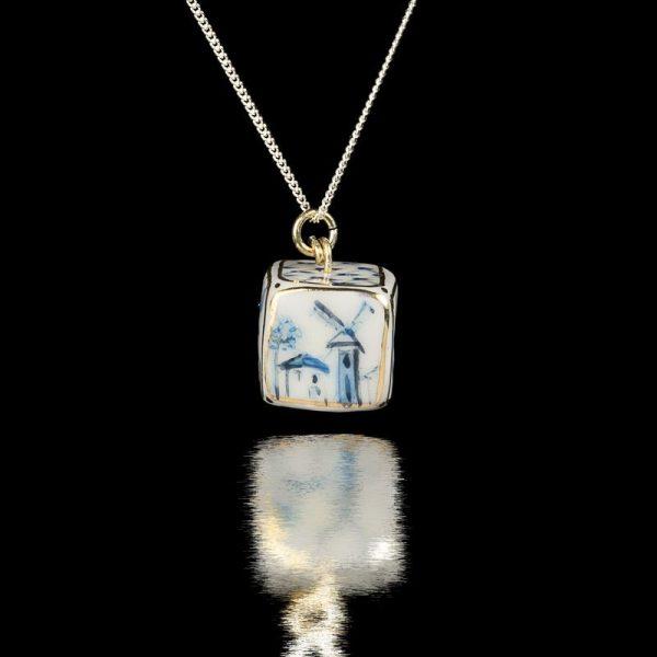 Pandantiv Blue Cube – Colectia Geometric-bijuterie-brandusa-ungurasu