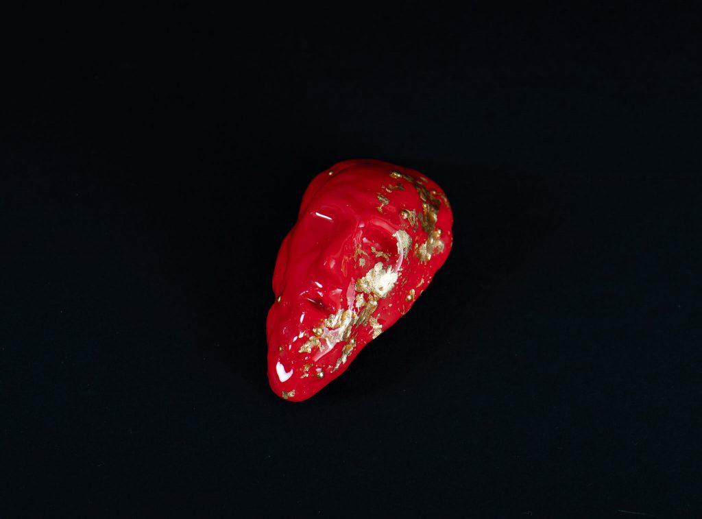 Brosa portret rosu cu foita de aur-bijuterie-maria-filipescu