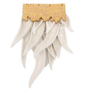 Brosa alba cu frunze-bijuterie-raluca-buzura